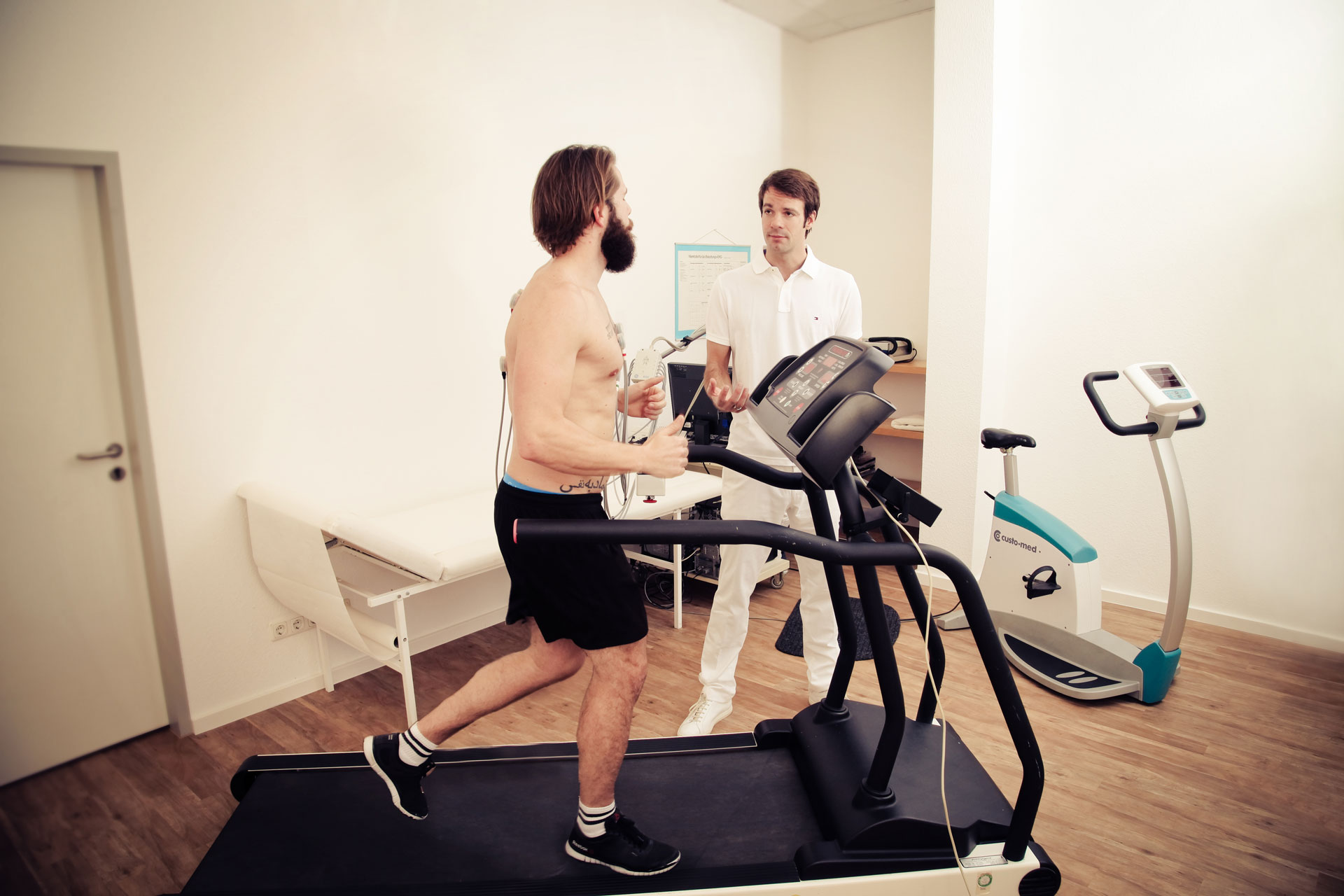 Fahrrad-Ergometer oder Laufband